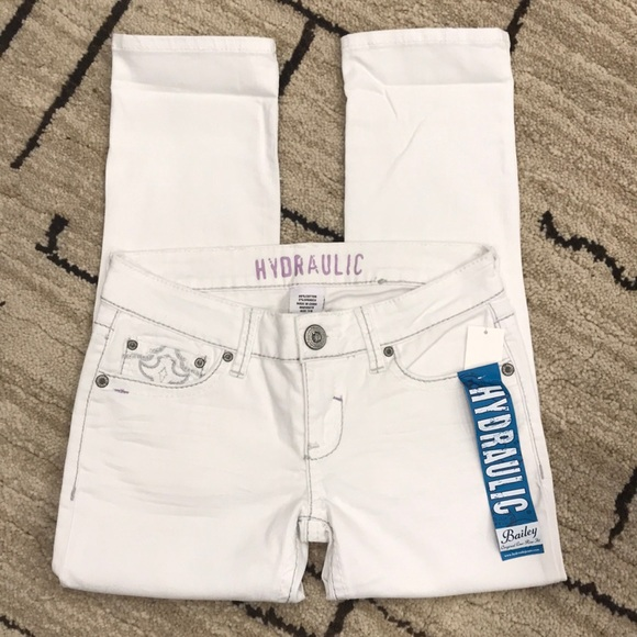 238530e31fe Hydraulic Bailey Low Rise White Cropped Jeans